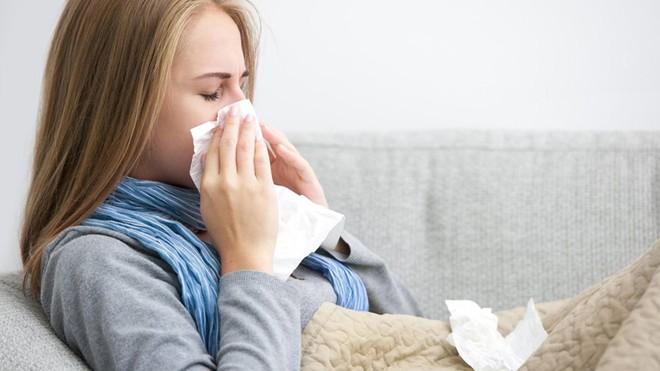 Hướng dẫn cách đơn giản để tự pha những loại nước súc miệng chữa viêm họng, cảm lạnh - Ảnh 4.
