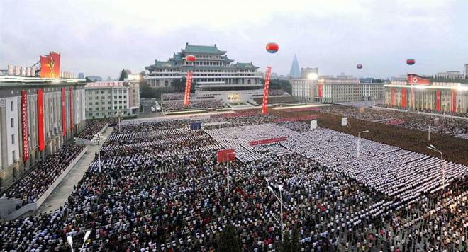 Lễ hội ngập tràn Bình Nhưỡng tôn vinh tác giả bom nhiệt hạch - Ảnh 1.