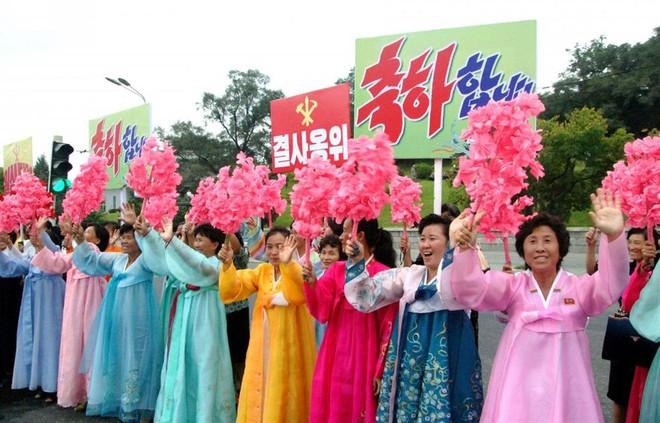 Lễ hội ngập tràn Bình Nhưỡng tôn vinh tác giả bom nhiệt hạch - Ảnh 2.