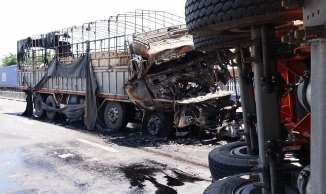 Nghi án giết vợ rồi tự tử làm hai xe tải bốc cháy - Ảnh 1.