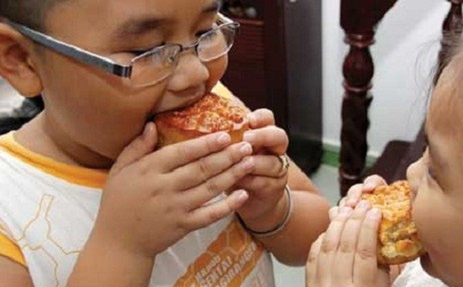 Bánh trung thu, nên cho trẻ ăn thế nào?