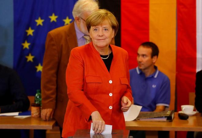 Thất bại của Thủ tướng Merkel và cuộc trừng phạt của cử tri - Ảnh 1.