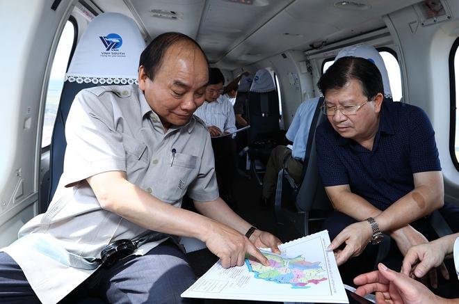 Thủ tướng thị sát ảnh hưởng biến đổi khí hậu Đồng bằng sông Cửu Long - Ảnh 1.