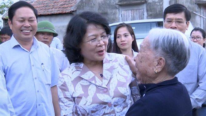 Phó Chủ tịch Nước thăm và trao quà cho người dân Quảng Bình - Ảnh 1.