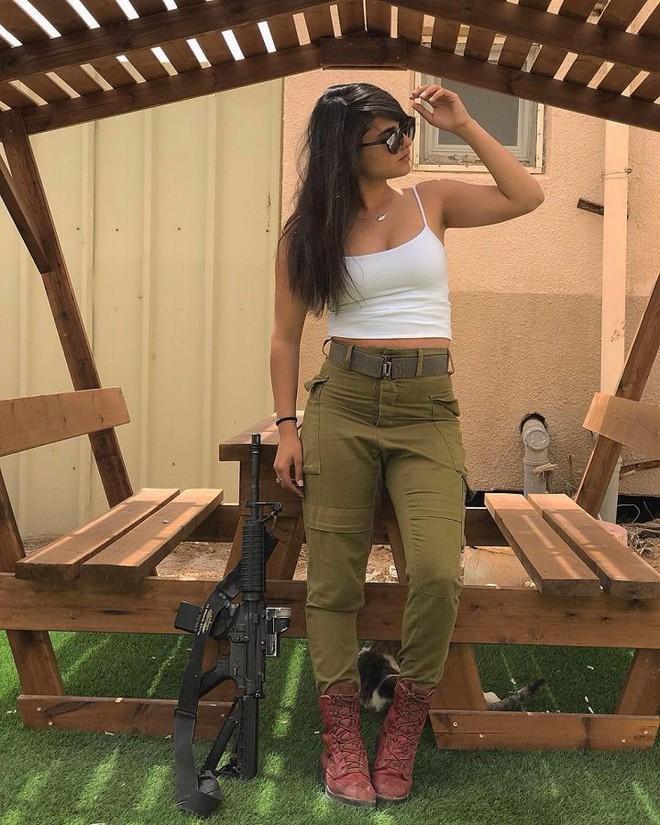 Ảnh: Vẻ đẹp nóng bỏng của nữ quân nhân Israel - Ảnh 2.