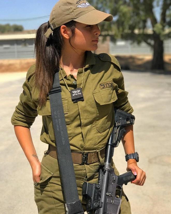 Ảnh: Vẻ đẹp nóng bỏng của nữ quân nhân Israel - Ảnh 3.