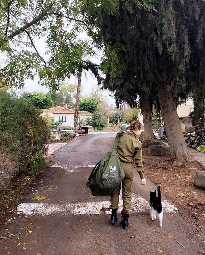 Ảnh: Vẻ đẹp nóng bỏng của nữ quân nhân Israel - Ảnh 8.