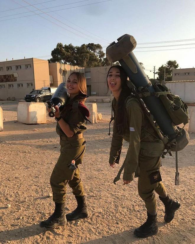 Ảnh: Vẻ đẹp nóng bỏng của nữ quân nhân Israel - Ảnh 10.