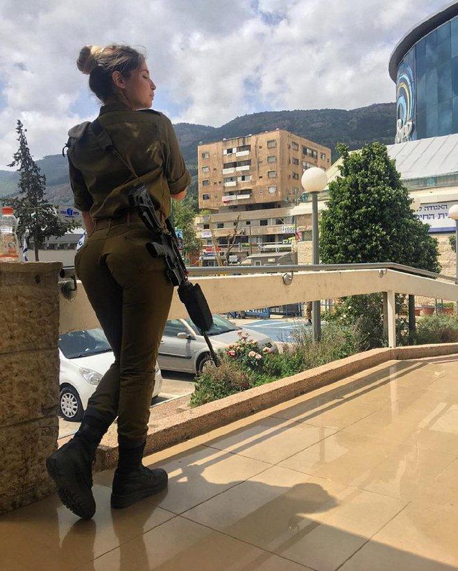Ảnh: Vẻ đẹp nóng bỏng của nữ quân nhân Israel - Ảnh 14.