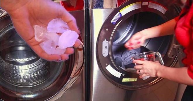 Hết đổ vào bồn cầu, vợ còn đổ đá lạnh vào máy giặt khiến chồng tròn mắt - Ảnh 1.