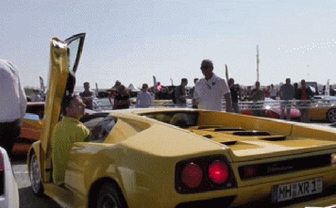 Hóa ra đây là cách người ta lùi siêu xe Lamborghini Diablo