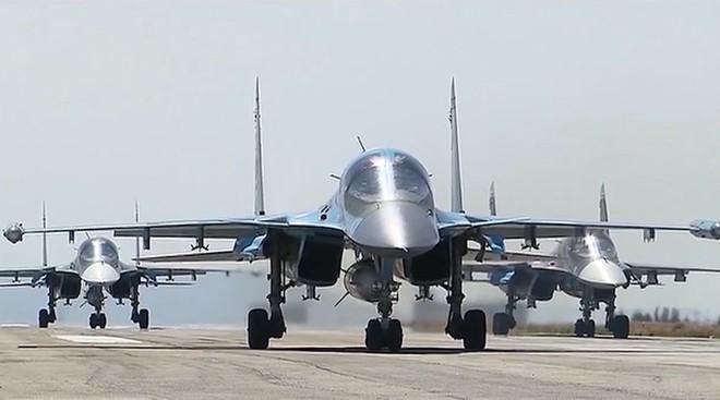 Nga tung tên lửa, máy bay chiến đấu, robot và vũ khí hiện đại: Tất tay ở Syria - Ảnh 1.