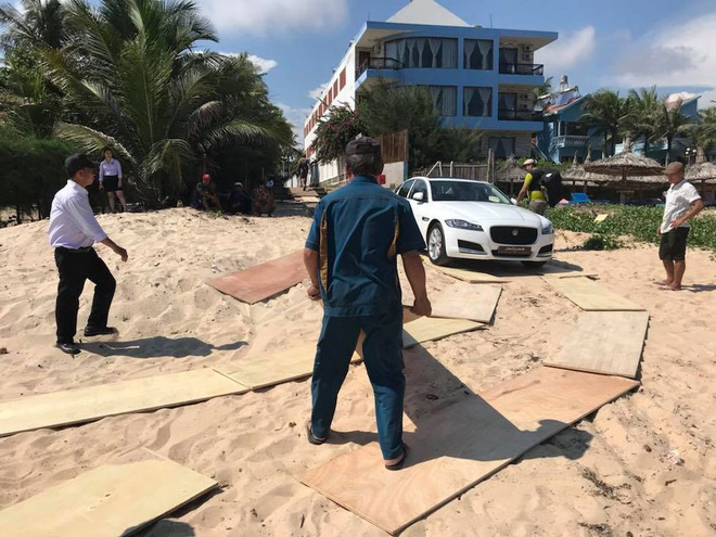 Clip: Kỷ niệm 4 năm ngày cưới, đại gia Minh Nhựa mang chiếc Jaguar XF gần 4 tỷ đồng ra bãi biển Phan Thiết làm quà tặng vợ - Ảnh 2.