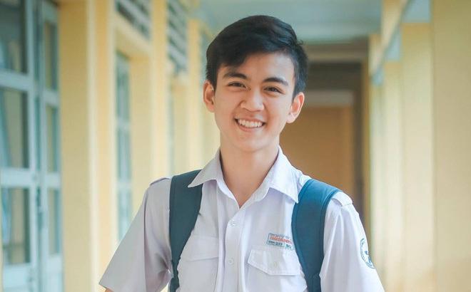 Cậu bạn trường Trần Đại Nghĩa với nụ cười má lúm gây sốt: Điển trai, giỏi cả bóng rổ lẫn piano