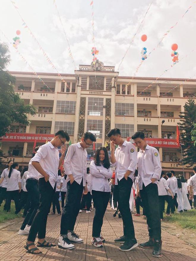 Vườn sao băng đời thực: Nữ sinh Lào Cai lọt thỏm giữa 4 chàng bạn thân đẹp trai, học giỏi, mê bóng rổ - Ảnh 1.