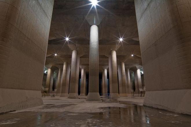 Chiêm ngưỡng tận mắt sự kỳ vĩ của hệ thống chống lũ lụt trị giá 3 tỷ đô của Nhật Bản - Ảnh 1.