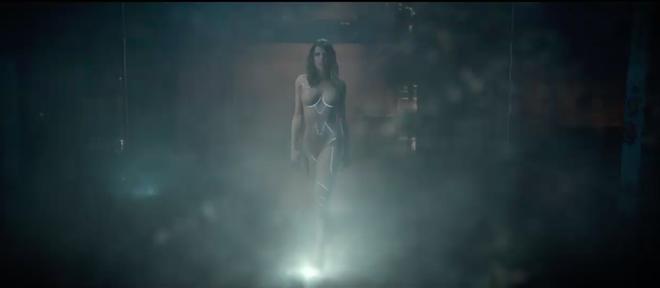 HOT: Taylor Swift khoe body sexy khó cưỡng với tạo hình người máy trong teaser MV mới - Ảnh 2.