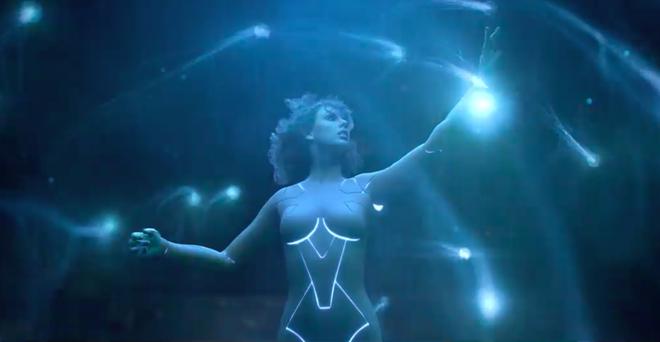 HOT: Taylor Swift khoe body sexy khó cưỡng với tạo hình người máy trong teaser MV mới - Ảnh 3.