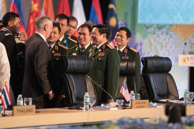 Đại tướng Ngô Xuân Lịch và Bộ trưởng QP Mỹ Mattis đã nói chuyện gì ở Manila? - Ảnh 1.