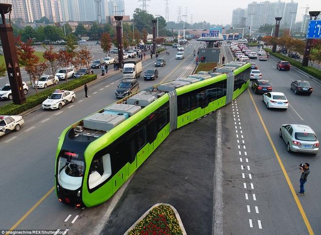 Sau tàu cao tốc nhanh nhất thế giới, Trung Quốc ra mắt tàu thông minh chạy đường ray ảo - Ảnh 5.