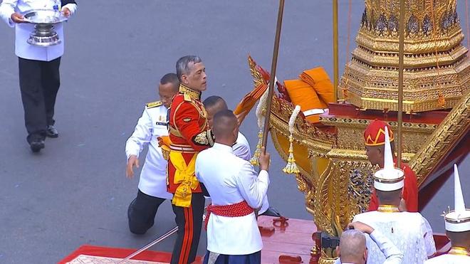 Toàn cảnh lễ hỏa táng cố Quốc vương Thái Lan Bhumibol - Ảnh 16.