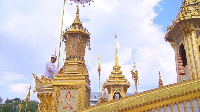 Toàn cảnh lễ hỏa táng cố Quốc vương Thái Lan Bhumibol - Ảnh 10.