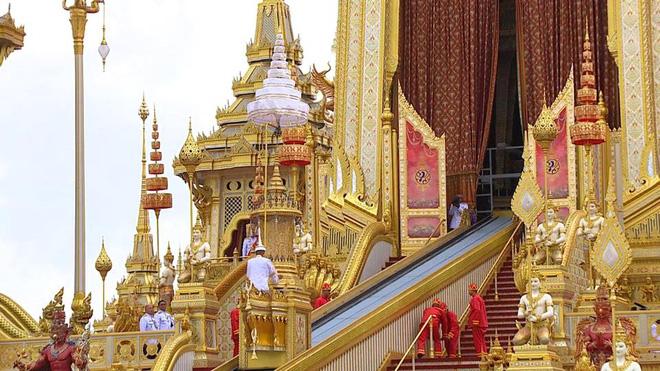Toàn cảnh lễ hỏa táng cố Quốc vương Thái Lan Bhumibol - Ảnh 11.