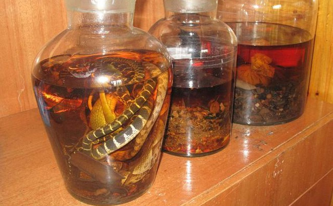 """Thầy thuốc Đông y: Những người phải kiêng rượu thuốc, nếu uống """"bừa"""" sẽ biến bổ thành độc"""