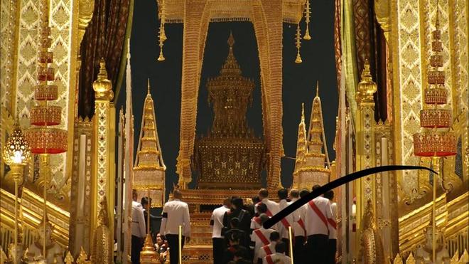 Toàn cảnh lễ hỏa táng cố Quốc vương Thái Lan Bhumibol - Ảnh 5.