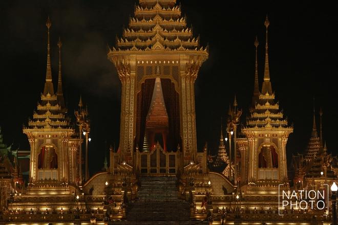 Toàn cảnh lễ hỏa táng cố Quốc vương Thái Lan Bhumibol - Ảnh 2.
