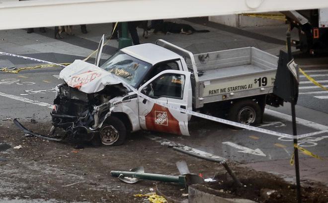New York: Khủng bố gần địa điểm vụ 11/9, 8 người thiệt mạng, thủ phạm hét Allahu Akbar - Ảnh 4.