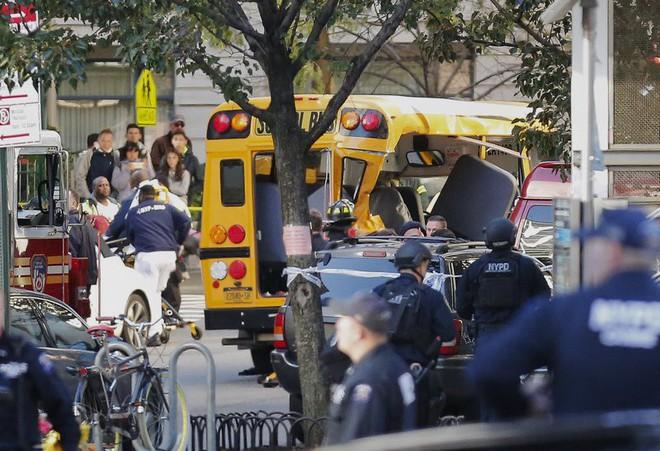 New York: Khủng bố gần địa điểm vụ 11/9, 8 người thiệt mạng, thủ phạm hét Allahu Akbar - Ảnh 6.