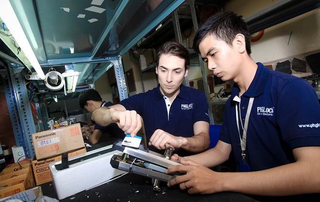 Triệu phú đô la bỏ Úc về Việt Nam bán khóa điện tử - Ảnh 1.