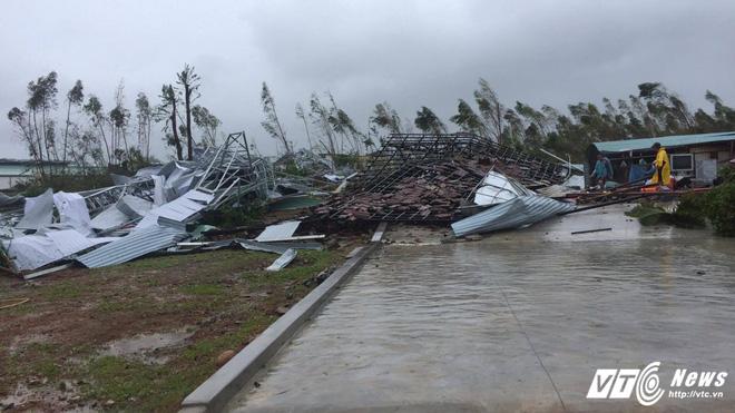 Bão số 12 đổ bộ: 37 người chết và mất tích, hàng chục ngàn ngôi nhà hư hỏng - Ảnh 1.
