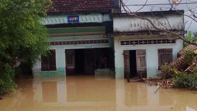 Những điều cần làm ngay để giữ tính mạng khi xảy ra lũ lụt - Ảnh 1.