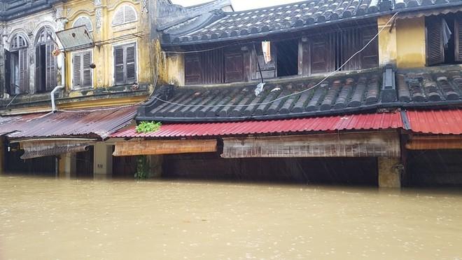 61 người chết, mất tích vì bão lũ, Thủ tướng họp khẩn - Ảnh 1.