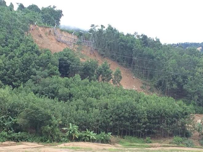 Quảng Nam: Thêm 2 vụ sạt núi vùi lấp 15 người trong 5 gia đình tại huyện miền núi Nam Trà My - Ảnh 1.