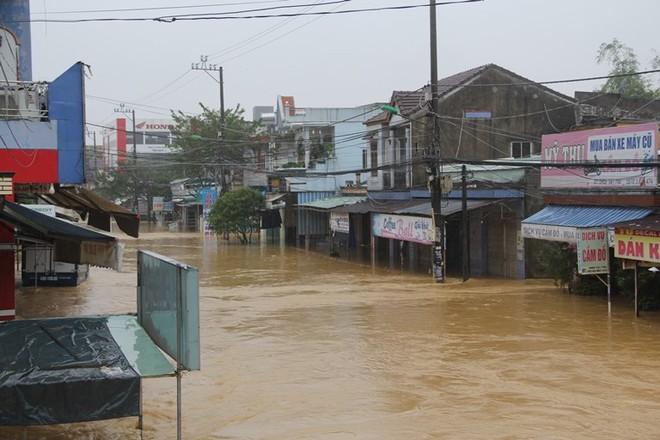 Quảng Nam tạm ứng 23,5 tỉ đồng khắc phục bão lũ - Ảnh 1.