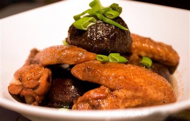Những người nên kiêng ăn thịt gà - Ảnh 2.