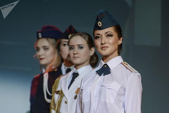 Ảnh: Chao đảo vì các thí sinh hoa hậu học viên quân sự ở Nga - Ảnh 1.