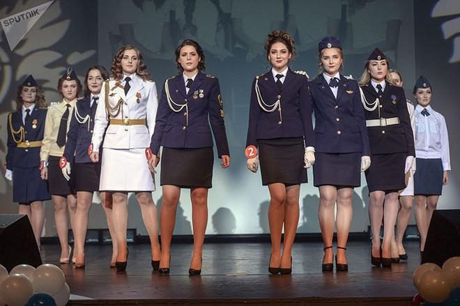 Ảnh: Chao đảo vì các thí sinh hoa hậu học viên quân sự ở Nga - Ảnh 6.
