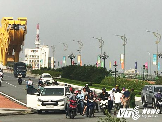Những vụ tai nạn dở khóc, dở cười trong lộ trình của đoàn lãnh đạo tham dự APEC - Ảnh 1.