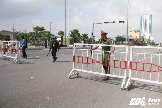 Những vụ tai nạn dở khóc, dở cười trong lộ trình của đoàn lãnh đạo tham dự APEC - Ảnh 2.