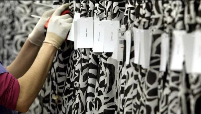 Sự thật đằng sau vụ Zara bị người lao động tố quỵt tiền lương, gửi lời kêu cứu trên nhãn quần áo - Ảnh 1.