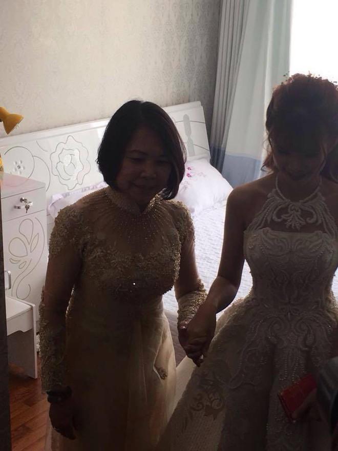 Má Năm nổi tiếng khó tính đã nói gì với Khởi My và Kelvin Khánh trong ngày hạnh phúc? - Ảnh 3.