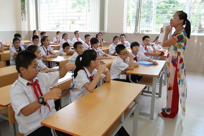 Đề xuất xếp lương giáo viên cao nhất trong bậc lương hành chính sự nghiệp: Nguồn ở đâu, tăng thế nào? - Ảnh 1.