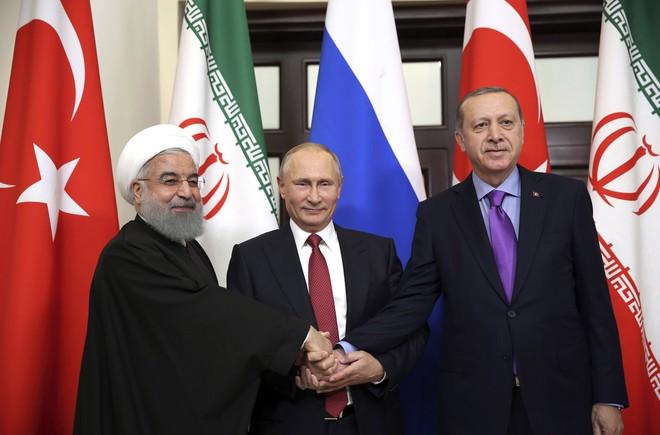 Ông Putin thành người lập trật tự Syria, 2 trung tâm quyền lực mới làm đồng minh Mỹ e sợ - Ảnh 1.