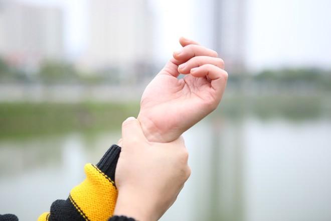 Bàn tay bàn chân thường xuyên bị lạnh: Đừng chủ quan, hãy xử lý sớm - Ảnh 2.