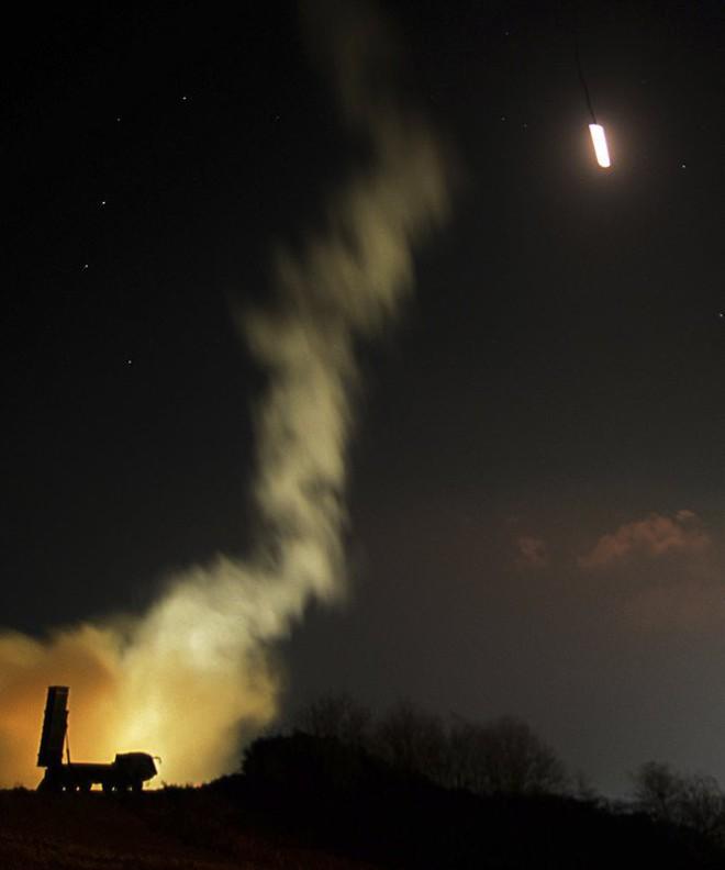 Ảnh: Dân Triều Tiên mừng rỡ xem thông báo thử tên lửa thành công - Ảnh 8.