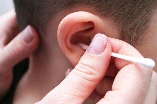 Những thói quen có hại cho tai mũi họng - Ảnh 1.